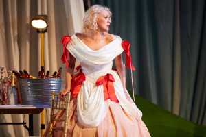 Cosi Fan Tutte at Garsington Opera. Photo by Mark Douet I80A1019
